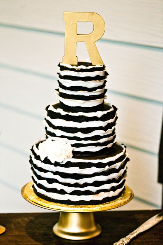 Southern-wedding-black-gold-and-white-cake1